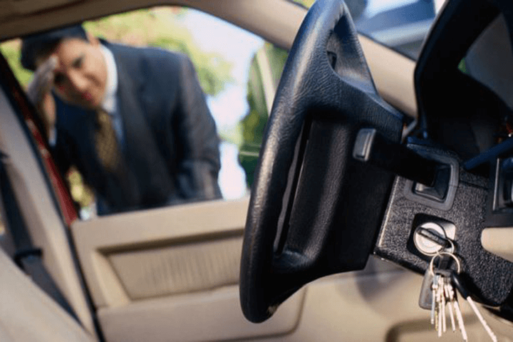 Đừng quên rút chìa khóa trước khi xuống xe