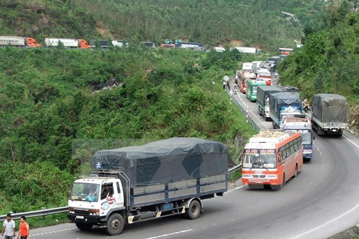 Không chở quá trọng tải khi lái xe đường đồi núi