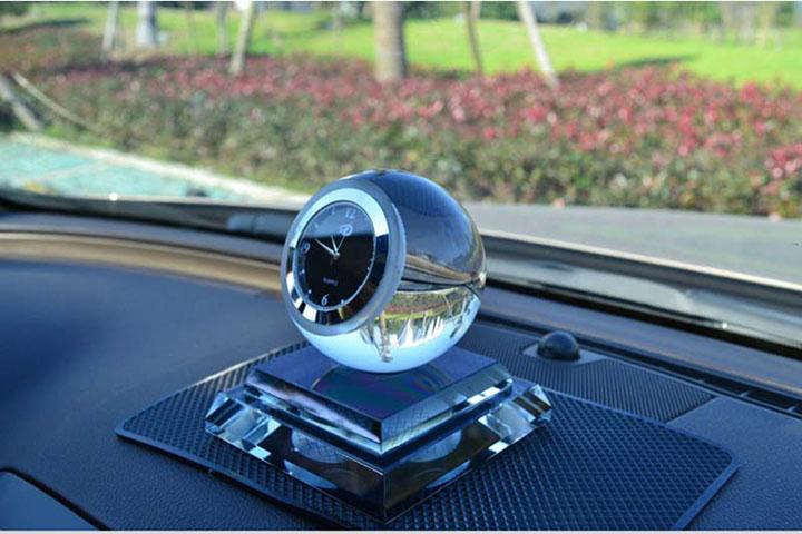 Nước hoa đồng hồ trang trí taplo ô tô