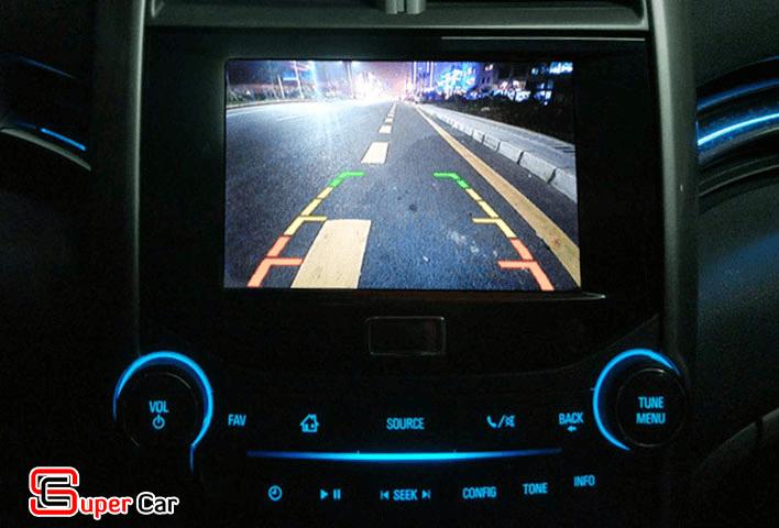 Hình ảnh thực tế camera lùi 8 đèn Led