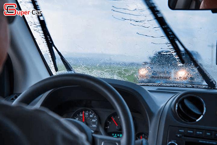 Kinh nghiệm lái xe dưới mưa 3