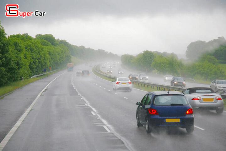 Kinh nghiệm lái xe dưới mưa 1