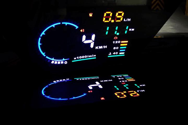 Hiển thị tốc độ trên kính lái HUD 1