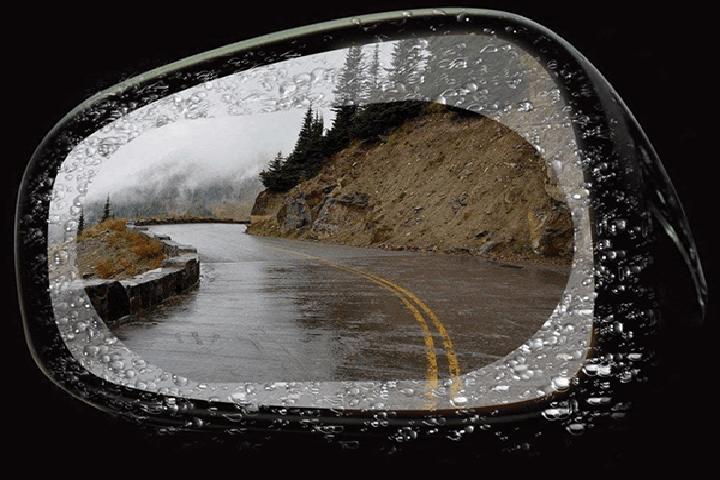 Miếng dán chống đọng nước gương chiếu hậu ô tô 1