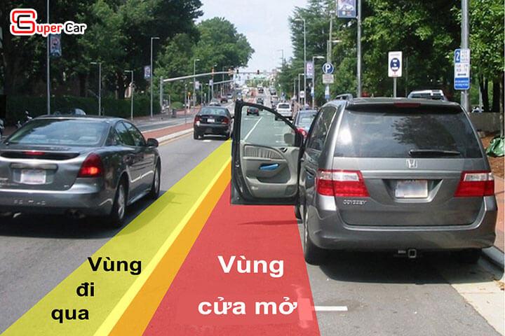 Cách mở cửa xe ô tô an toàn 2