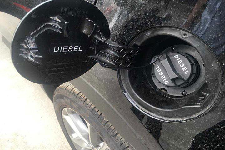 Đổ nhầm nhiên liệu cho xe ô tô 2